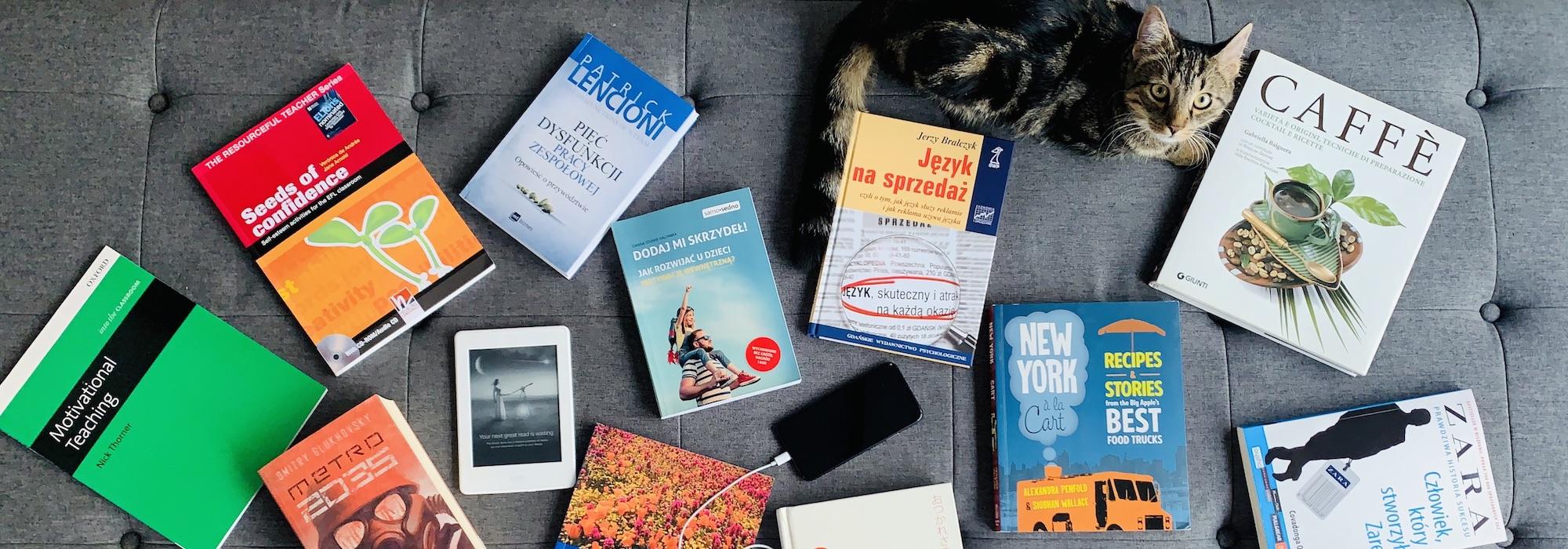 nauczycielska półka z książkami